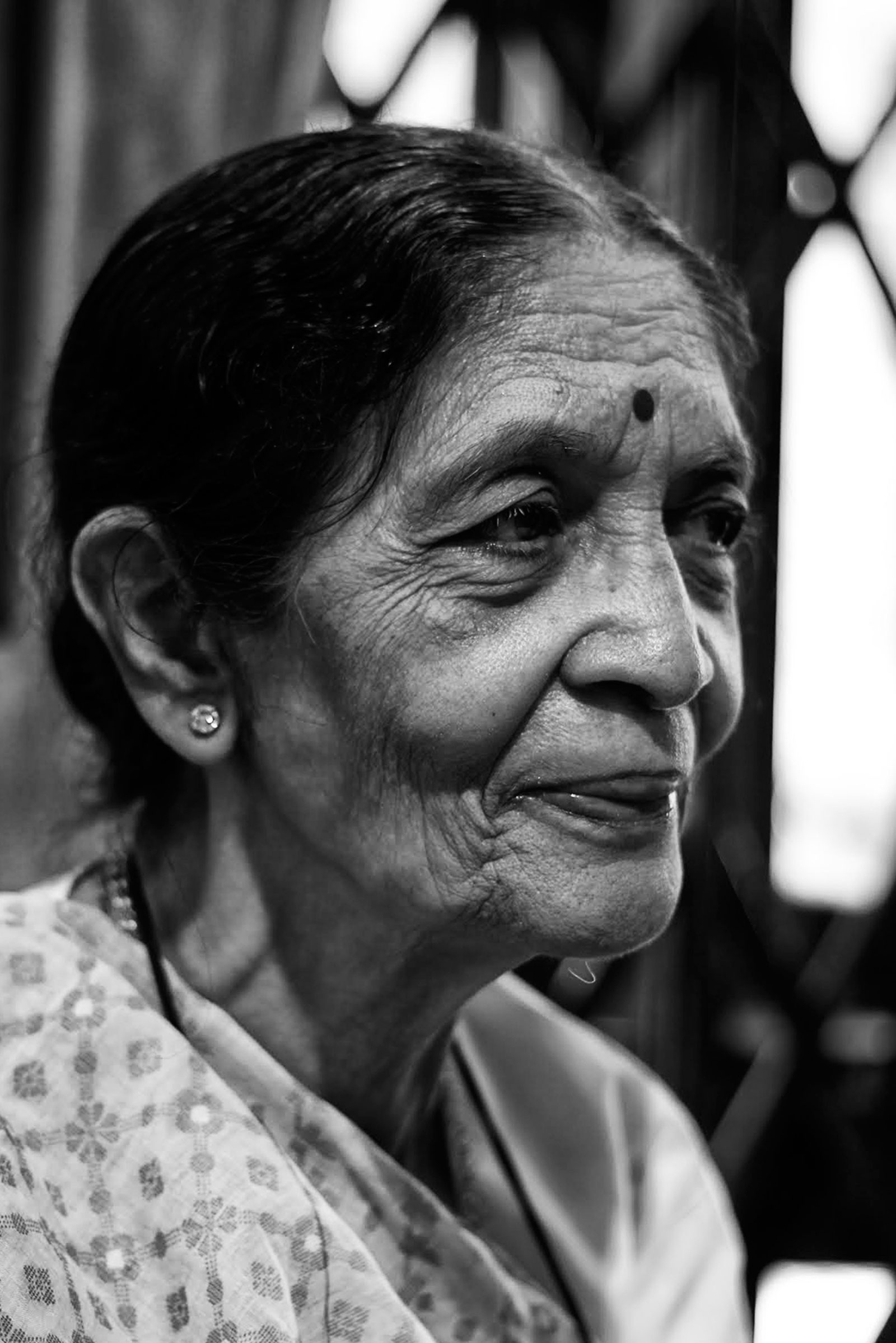 black and white potrait of old woman